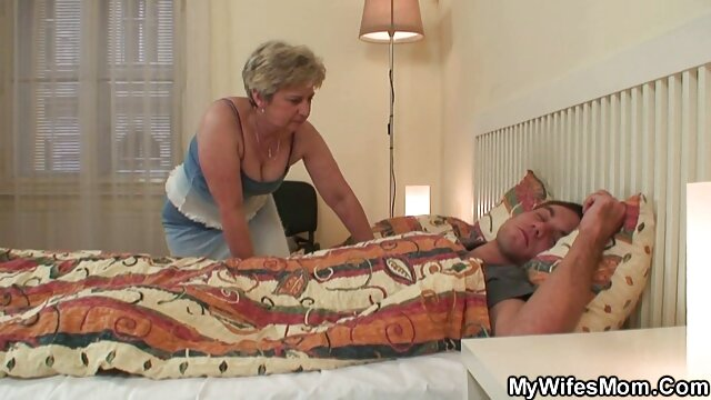 Junge Bekommt Mund Gefickt geile reife ladys Von Einem Dildo Fickmaschine!
